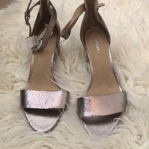 NWT Rose gold pebbled material heels
